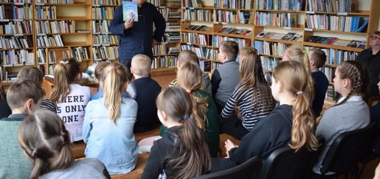 Poetas pavietė vaikus paviešėti Vorynėje